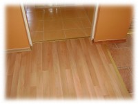 Pokládky laminátových plovoucích podlah včetně prahů a přechodových lišt